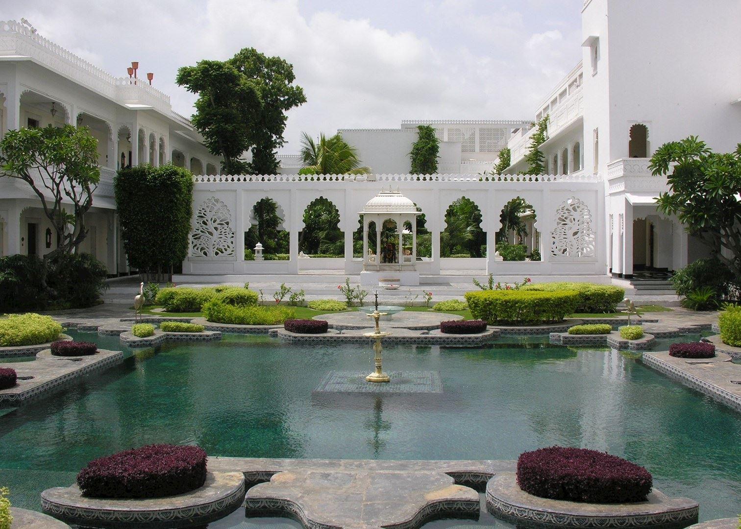 Taj lake palace pictures